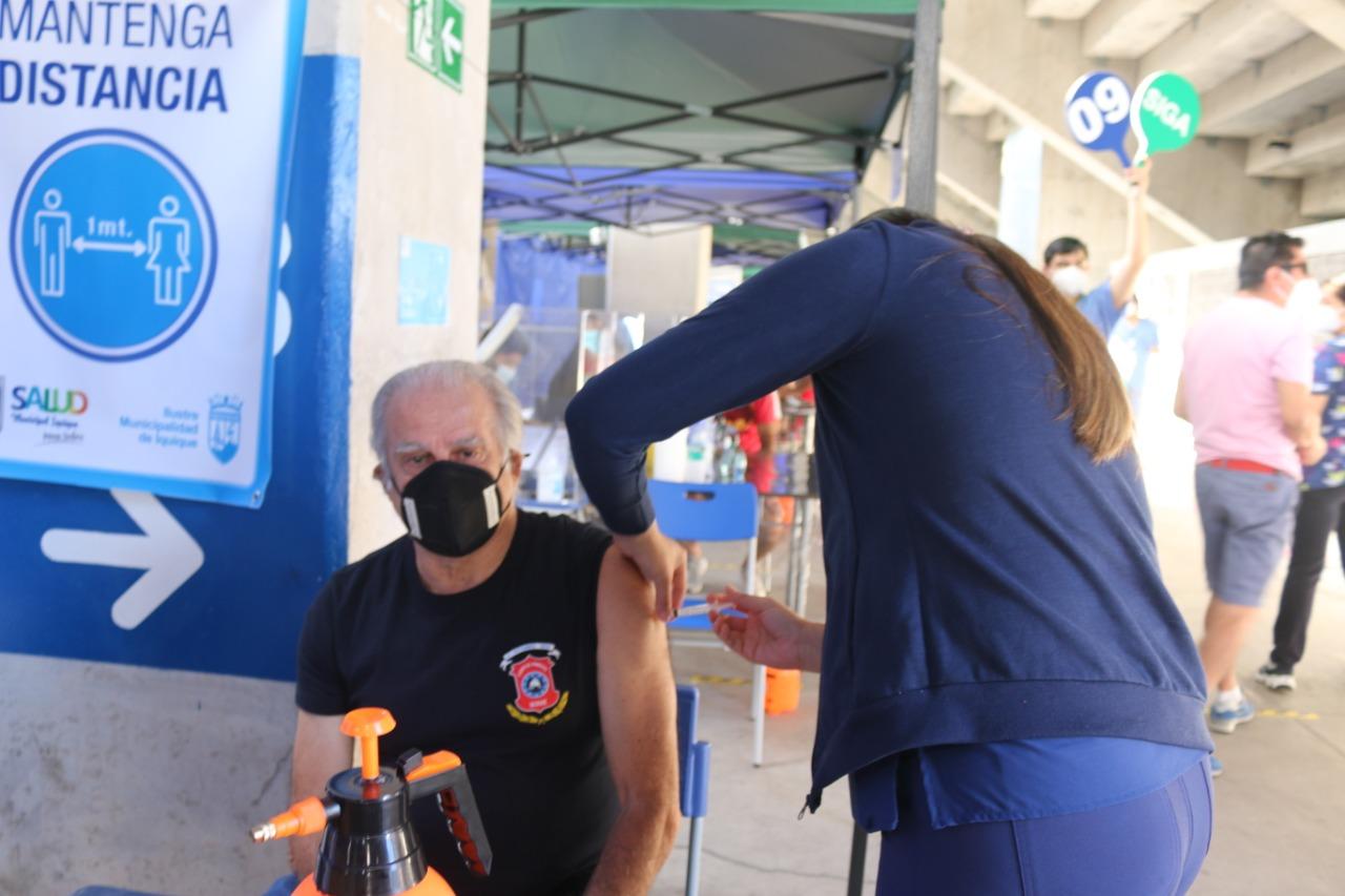 Salud Municipal de Iquique inició vacunación a voluntarios del Cuerpo de Bomberos