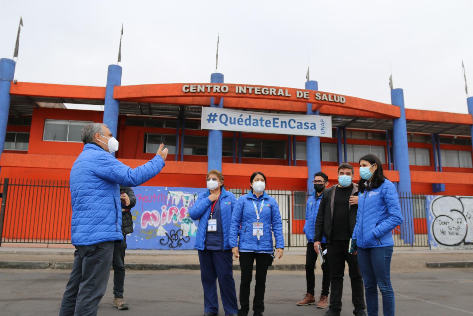 """Salud Municipal de Iquique habilita """"Vacunatorio al Auto"""" en estacionamiento de la Universidad Arturo Prat"""