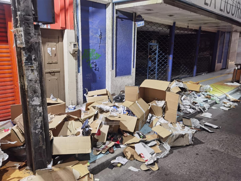 Municipalidad de Iquique realiza operativo especial ante gran cantidad de basura en sector centro
