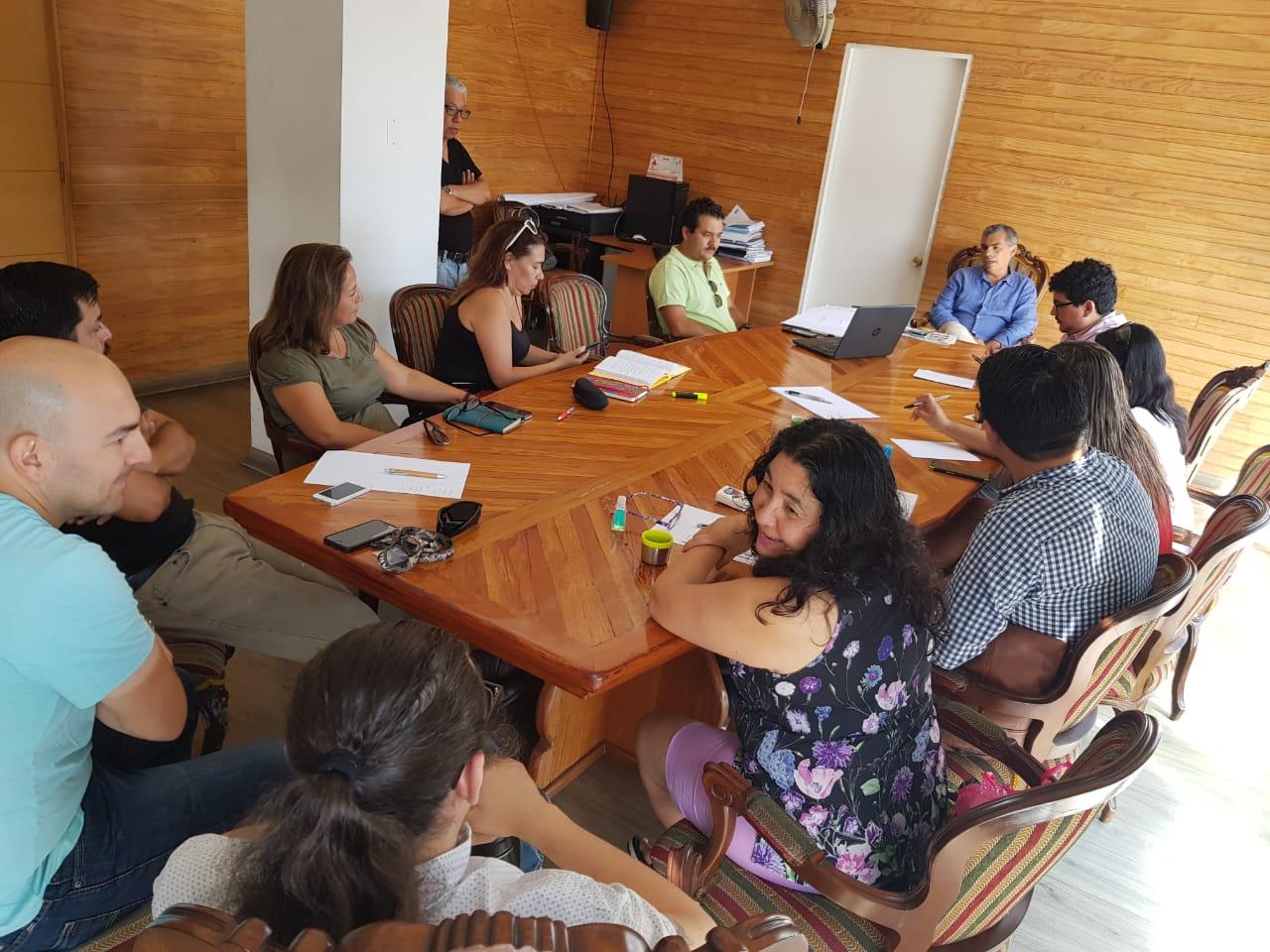 Alcalde Mauricio Soria se reunió con personal del Departamento de Educación y del Departamento de Salud de Cormudesi